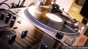 dela-media_Studio_Turntable_WEB