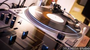 dela-media_Studio_Turntable_WEB